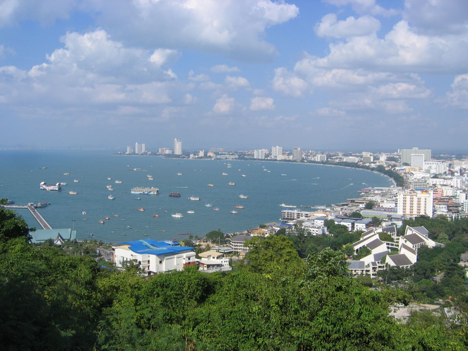 """Pattaya mayor pushes to vaccinate residents and become an """"area quarantine"""" 