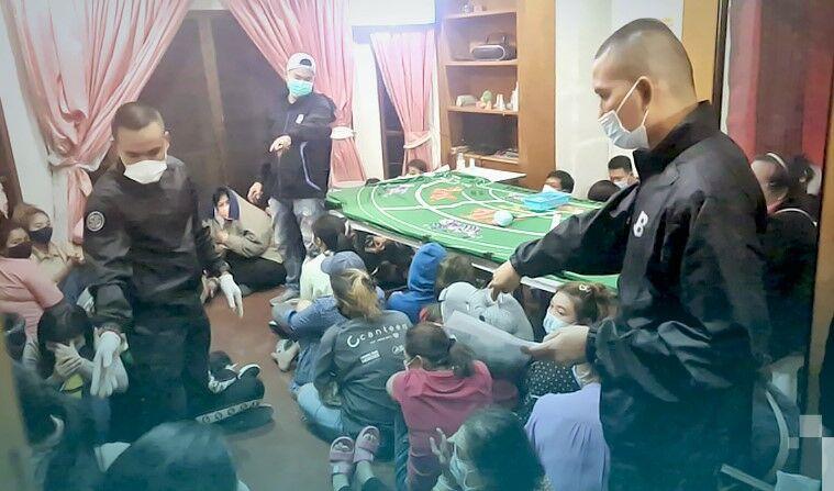 40 arrested in a suspected gambling house in Nonthaburi | The Thaiger