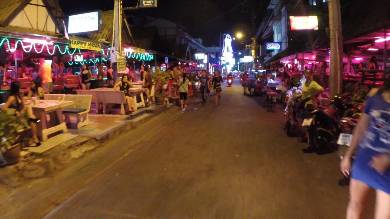 29 arrested in Pattaya for smoking shisha above Indian restaurant | The Thaiger