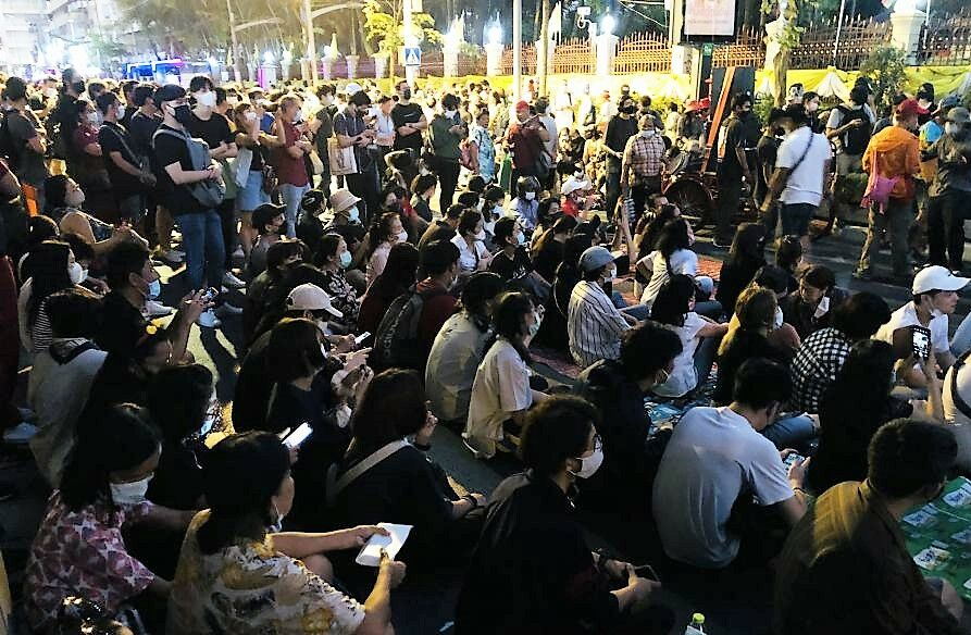 Pro-democracy activists rally against corrupt police promotion system | The Thaiger