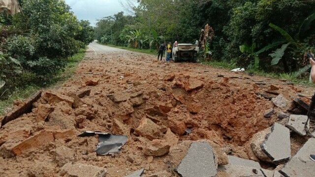 5 police officers injured in suspected insurgent bomb explosion | The Thaiger