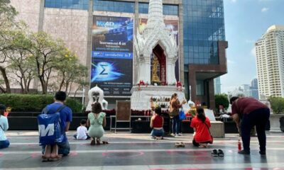 Thais pray at Bangkok's shrine of love during Valentine's weekend | Thaiger