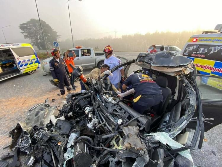 Driver says thick smog led to 3-vehicle pileup in Chon Buri | Thaiger