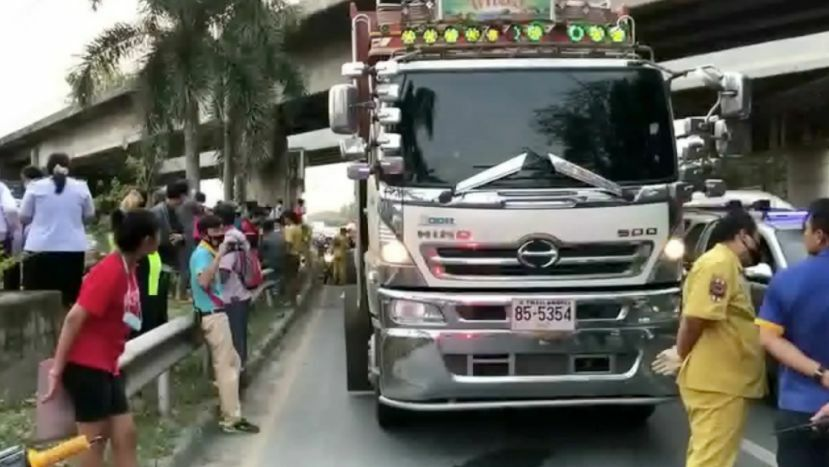 Teenagers killed in motorbike accident with 18-wheel trailer truck in Chon Buri | The Thaiger