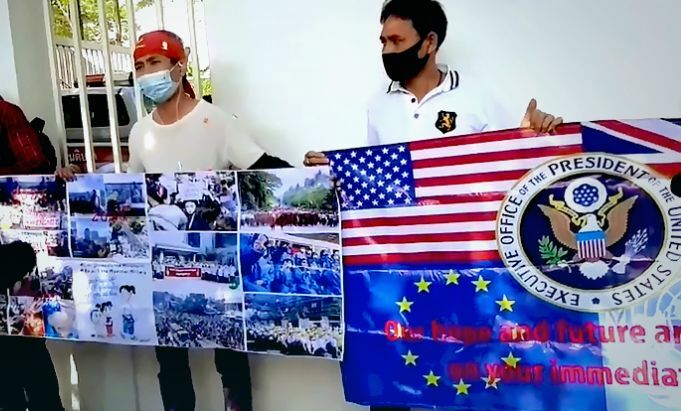 Burmese nationals in Bangkok gather at US Embassy, call for action after military coup | The Thaiger