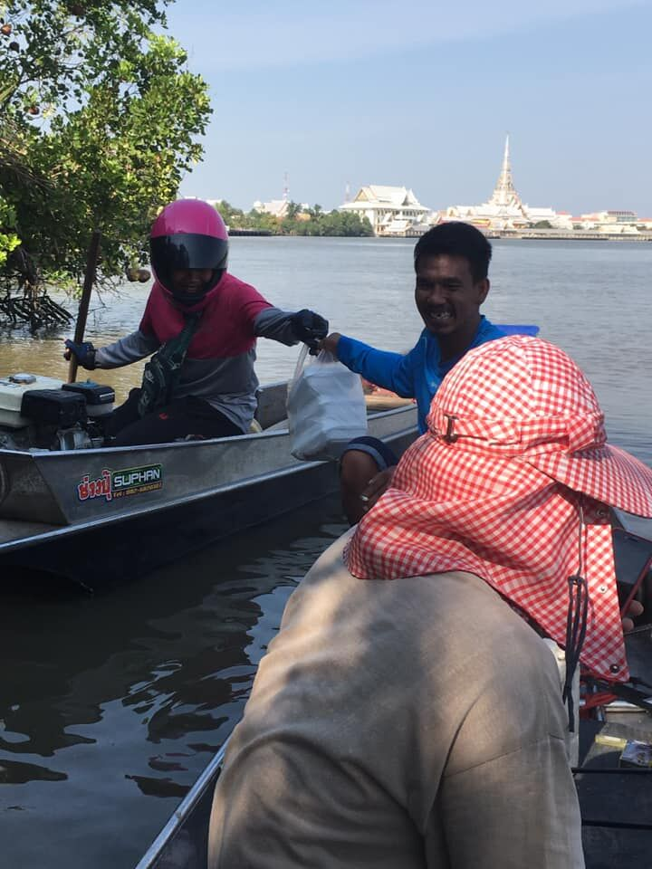 Foodpanda driver boats across river to deliver an order   News by Thaiger