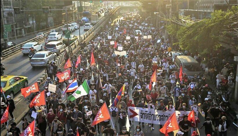 Injuries and arrests as Bangkok protests turn violent   Thaiger