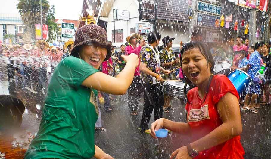 Socially distanced Songkran traditions allowed, water fights likely to be banned | Thaiger