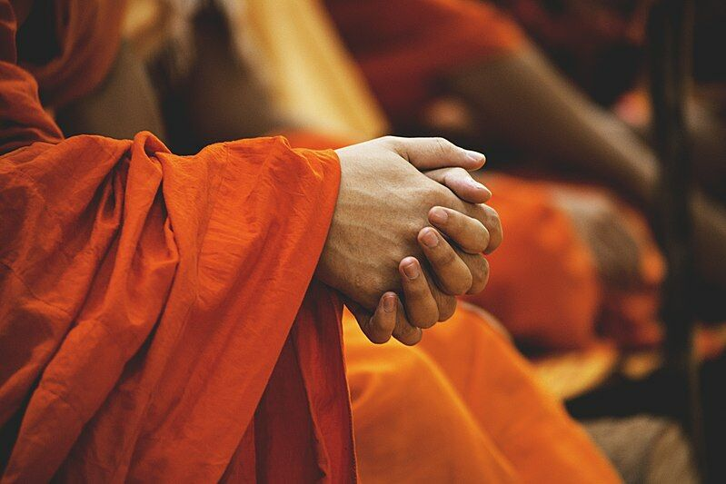 Monk kicks Thai teenager in face after he refuses to buy him food | Thaiger