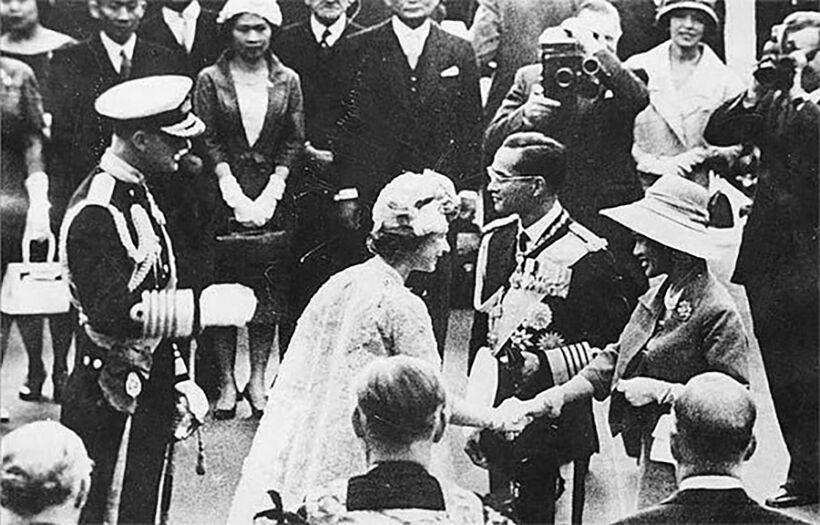 Thailand's King and PM send condolences to Queen Elizabeth   PHOTOS   News by Thaiger