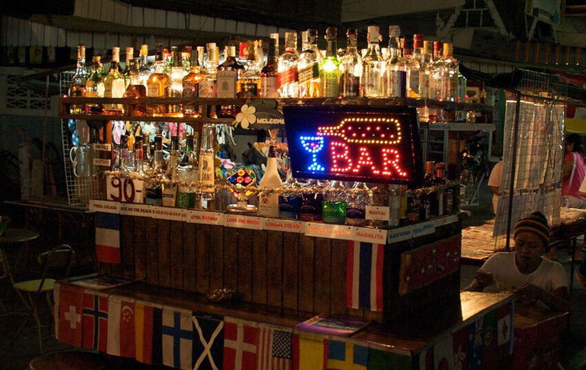 Health officials say pubs, nightlife venues the new ground zero for third wave | Thaiger