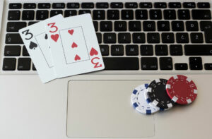 16 Thais busted running 10 illegal online gambling sites | Thaiger