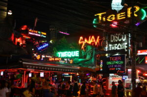 Thailand News Today | 1,335 new infections, provinces adding travel restrictions | April 14 | Thaiger