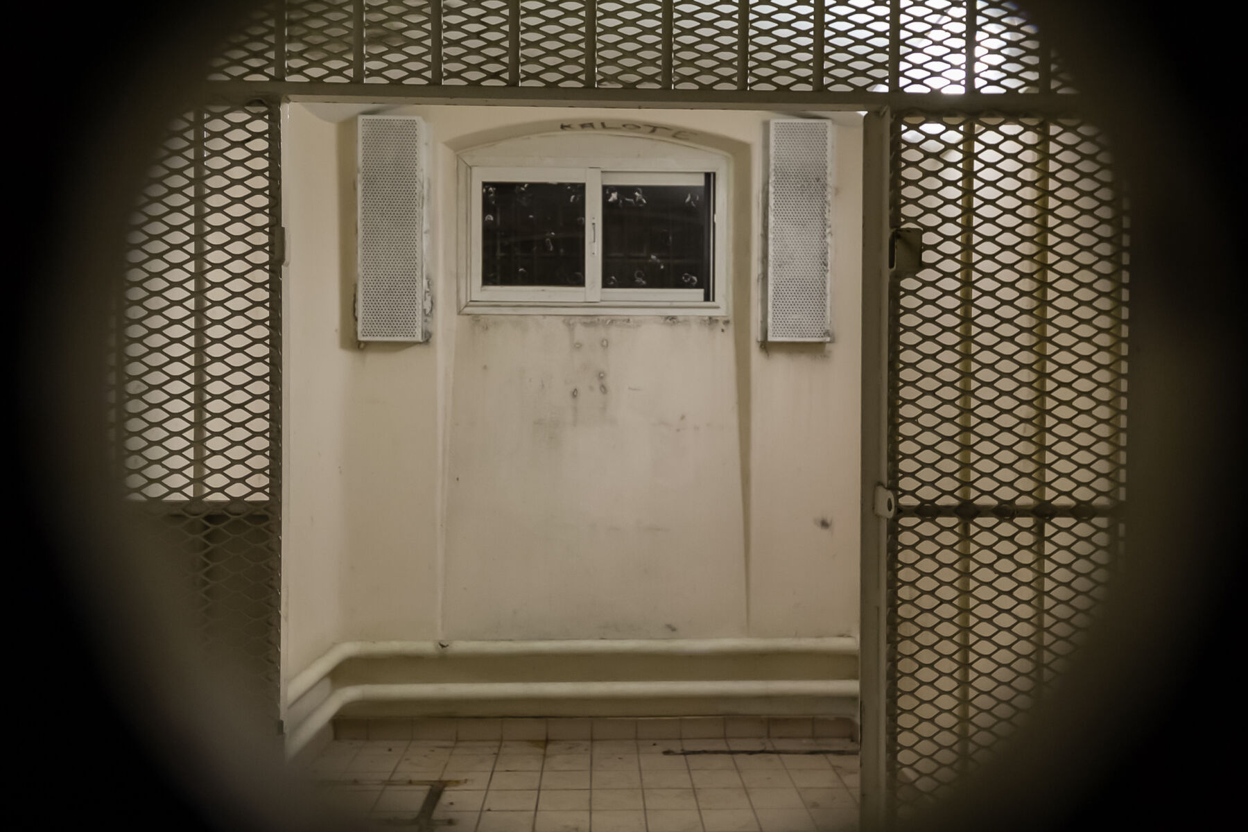 100+ Covid-19 infections cancels all prison visits   Thaiger