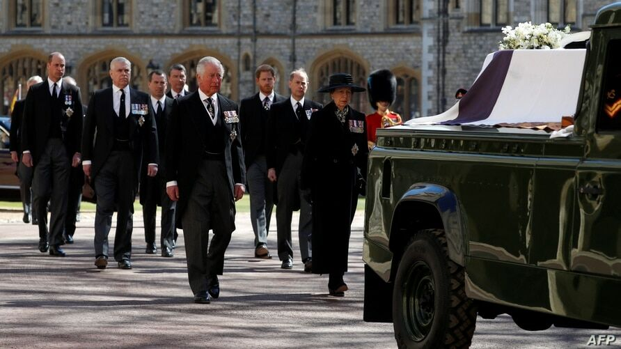 The Queen sits as a lonely figure as she bids farewell to her husband Prince Philip | Thaiger
