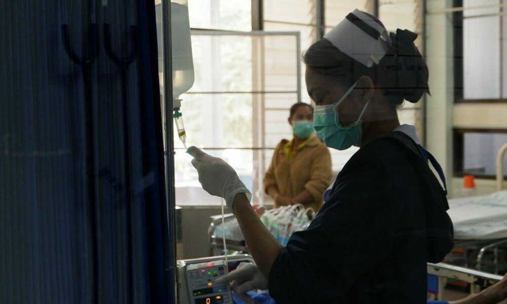 Bang Lamung Hospital is full, province using field hospitals and ASQ hotels | Thaiger