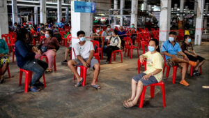 Covid UPDATE: Daily infection number drops slightly on Tuesday | Thaiger