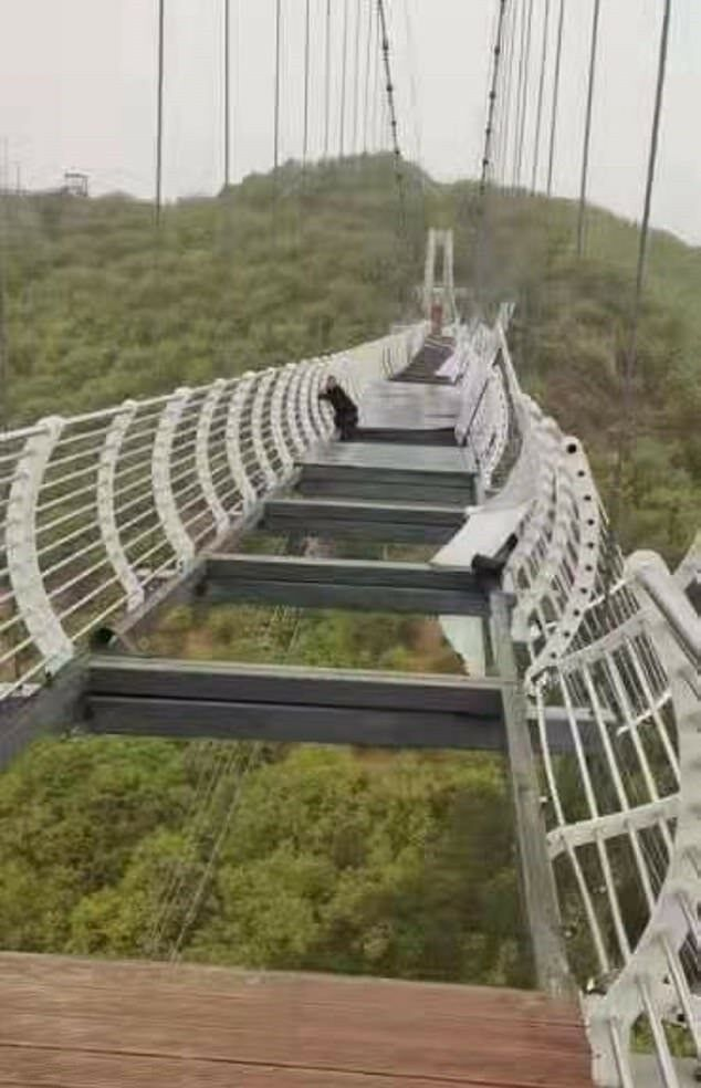 Glass bridge in China shatters, tourist hangs on 100 metres above the ground | News by Thaiger