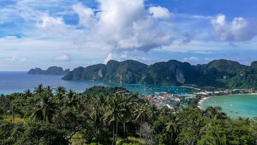 Phi Phi. Image by kmarius from Pixabay. Phuket island tours.