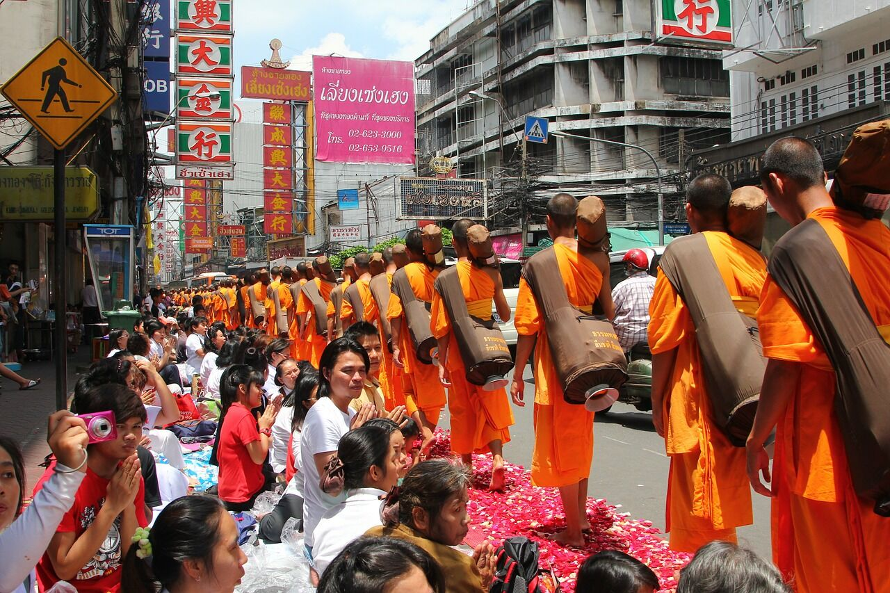 Monks - things you shouldn't do in Thailand